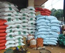 DENRES DE PREMIERE NESSECITE : Marche des consuméristes et baisse de 10% sur le riz