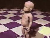 Un nouveau-né vient au monde complètement ivre