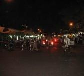 Marché de nuit a Gueule Tapé-Fass: On trouve chaussures pour toutes les bourses