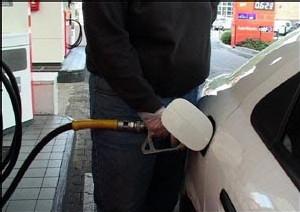 AVEC L'OURAGAN DEAN QUI FAIBLIT: Les cours du pétrole en repli