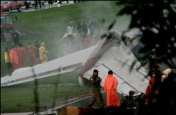 [PHOTOS] Thaïlande : Un accident d'avion fait 87 morts
