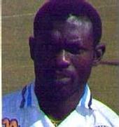 L'ancien footballeur Sénégalais ROGER MENDY devient Modou-Modou dans une poissonnerie en Italie