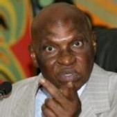 Affaire Arche de Zoé : Abdoulaye Wade demande à Idriss Deby de faire libérer les sept Espagnols inculpés