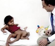 Une fillette née avec quatre bras et quatre jambes opérée ce mardi