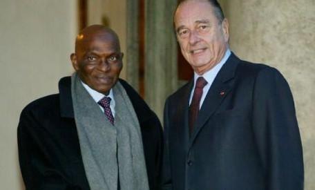 Jacques Chirac reçu par le président Wade a Dakar : « Je veux dire à mes amis du Sénégal tous mes respects »
