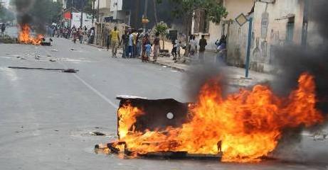 ME ABDOULAYE WADE limoge le gouverneur et le préfet de Dakar