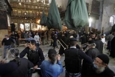 INSOLITE: Une bataille rangée de prêtres fait 7 blessés