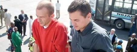 Les membres de l'Arche de Zoé en route vers la France pour purger leur peine