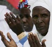 LIEUX SAINTS DE L'ISLAM : Hommage solennel des pèlerins à Serigne Saliou