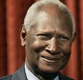 Abdou Diouf rend visite à la famille de Sokhna Maï Mbacké