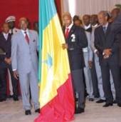 WADE L'AVAIT REMIS A DIOUF EN PARTANCE POUR LA CAN: Mais où est passé le drapeau national ?