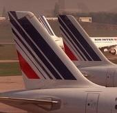 DES PASSAGERS S'OPPOSENT A L'EXPULSION DE SANS-PAPIERS: « Quatre passagers arrêtés et deux des sans-papiers descendus de l'avion »