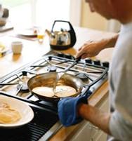Les hommes qui font la vaisselle ont une meilleure vie sexuelle