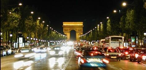 AU CŒUR DE PARIS BY NIGHT: Les ambulants sénégalais envahissent les Champs Elysées