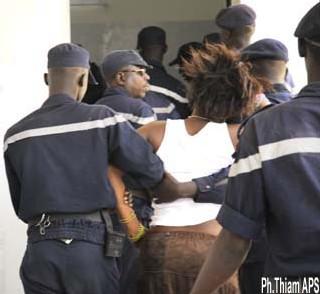 [ PHOTOS ] CRISES D'HYSTERIE AU LYCEE LAMINE GUEYE: une vingtaine de jeunes filles de nouveau en transe