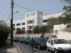 APRES LE LYCEE LAMINE GUEYE: Une vingtaine d'élèves dont deux garçons piquent une crise d'hystérie collective au C.E.M. Khadim Rassoul de Castors