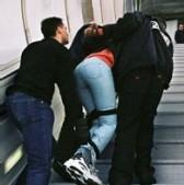 Opérations de reconduite d'étranger à la frontière en avion : Les policiers gagnent des voyages grâce aux expulsions
