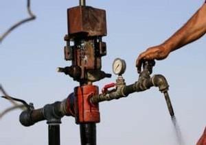 Le pétrole flambe à nouveau : Le brut américain dépasse les 139 dollars