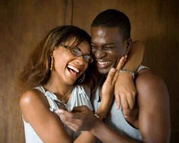 Les femmes plus bavardes que les hommes : Mythe ou réalité ?