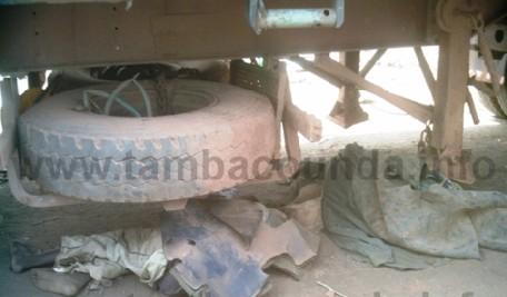 Deux apprentis broyés par un camion chargé de sable: Le chauffeur tente de prendre la fuite avant d'etre maîtrisé