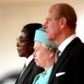 Robert Mugabe déchu de son titre de chevalier par la reine Elizabeth