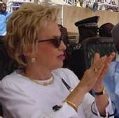 VIVIANE WADE sur la descente de Karim Wade sur le terrain politique : « Pourquoi pas lui aussi ? »