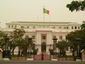 MOTIFS REELS de la Modification de l'article 27: Un transfert du Pouvoir se prépare au sommet de l'Etat