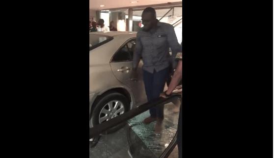 """Khady Niang Diallo la copine du DG de locasen qui a défoncé la vitrine de Sea Plaza et son """"fiancé"""" en prison…."""