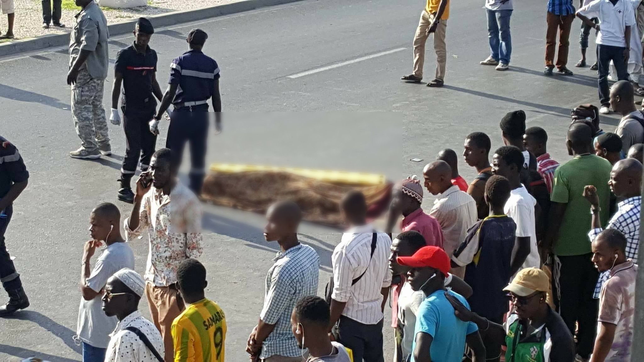 PHOTOS - Accroché par une passerelle sur la VDN, un apprenti tombe et meurt sur le coup