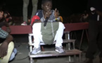 Video: du jamais vu au concert de DOF NDEYE à grand yoff………..Regardez