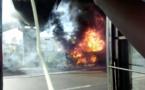 Un « car rapide » a pris feu sur l'autoroute à péage