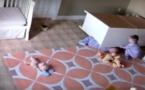 VIDEO - USA: Âgé de 2 ans, il réussit à sauver son frère jumeau coincé sous une armoire…