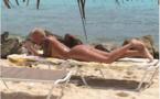 Amber Rose complètement nue à la plage !