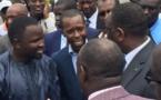 Macky, chanté par la presse, subit le chantage d'hommes d'affaires