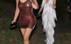 PHOTOS -Kim Kardashian est de retour à ses vieilles habitudes comme elle arbore la poitrine tout en robe pure sans soutien-gorge