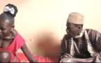 Touba : Lala Aïcha photographie nu le marabout et le bastonne