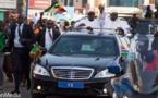 PHOTOS - Macky accueilli en « roi » par Adama Barrow