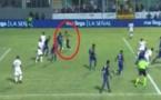 Vidéo-buzz : Un supporter entre sur le terrain, marque un but et l'arbitre l'accorde