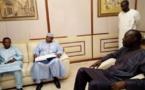 VENU SOUTENIR KHALIFA SALL, le maire de Bamako s'évanouit victime de grenade lacrymogène