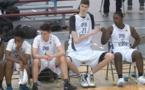 PHOTOS - A seulement 16 ans, il mesure 2m34 et veut devenir joueur NBA