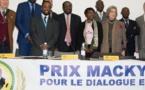 Edito : Macky reprend l'avion pour les honneurs à Genève : le « Prix Macky Sall », du toc à 3 milliards !