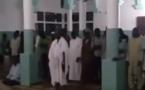 Vidéo – Incroyable : Une prière dirigée par deux imams à Niary Tally  » been diouli gnarii imam  »