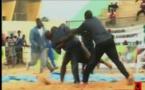 Vidéo: Image Du Jour Bantamba, Il bat son adversaire et attaque l'arbitre (A Mourir de Rire) !!