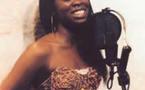 Scène de Jalousie : son mari introuvable, Aby Ndour s'en prend à sa Bmw