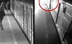 VIDÉO - Une femme s'en est sortie miraculeusement, après être tombée sur les rails du métro de Prague...