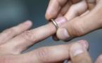 UN COUPLE MARIÉ SE DÉCOUVRE FRÈRE ET SOEUR