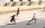 Video. Un Faux Agresseur Menace Des Passants Dans Les Rues De Dakar, Regardez!