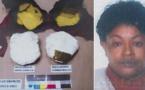 Elle tentait de faire passer 973 grammes de cocaïne dissimulés dans son soutien-gorge