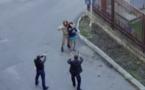(Vidéo) fou rire: le soldat désarme un acteur pendant un tournage. Regardez
