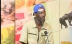 Vidéo: Quand 10 mille problèmes demande en mariage Nabou, animatrice à Walftv